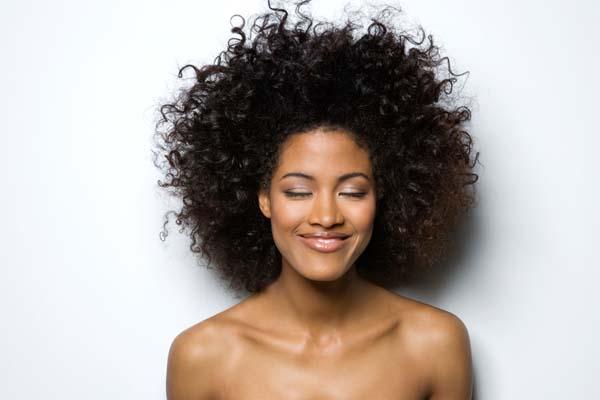 Como escolher protetor térmico para cabelo cacheado?